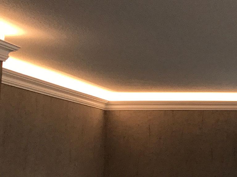 Wohnzimmerbeleuchtung undirekt mit warmweißen LEDs